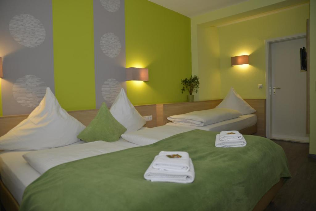 A bed or beds in a room at Hotel Poppular