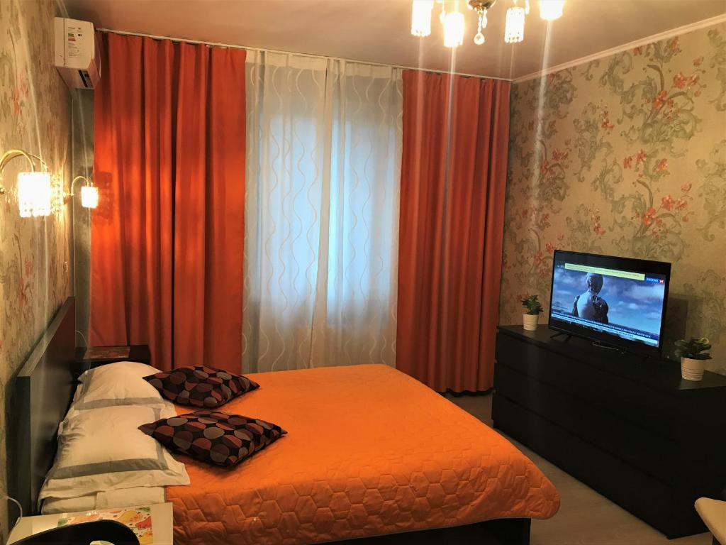 A bed or beds in a room at Hotel Crocus Star