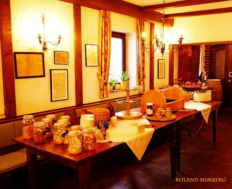 Ein Restaurant oder anderes Speiselokal in der Unterkunft Land-Gast-Hof WALKMÜHLE