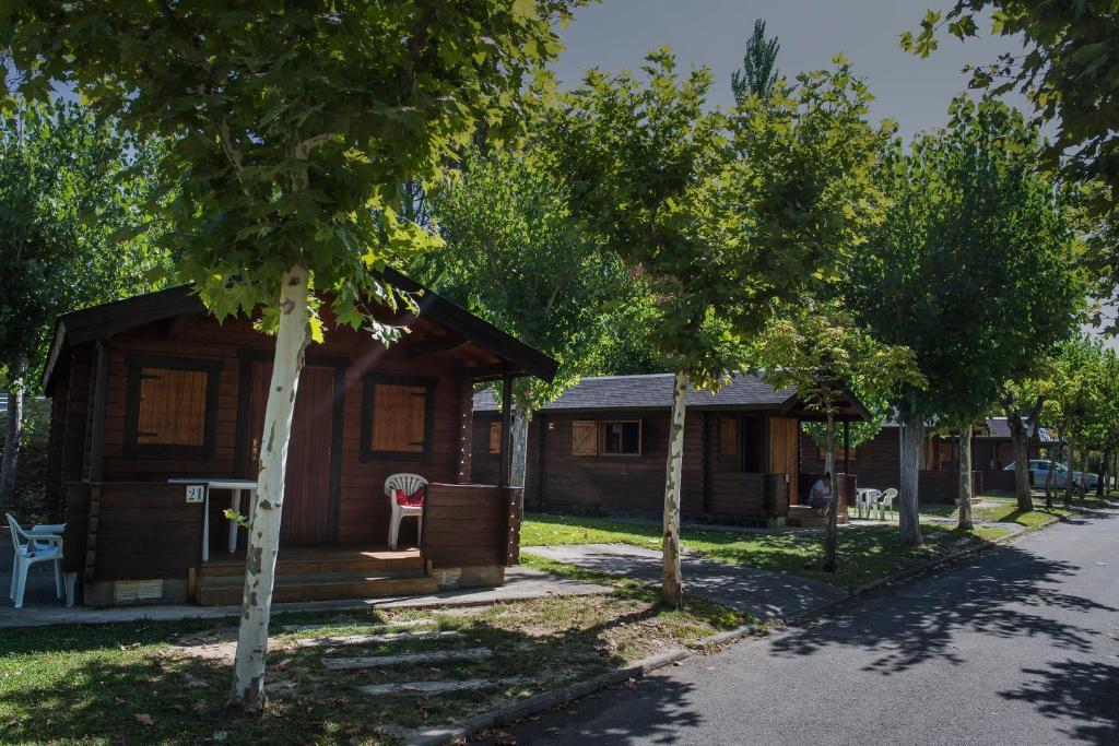 Het gebouw waarin de camping zich bevindt