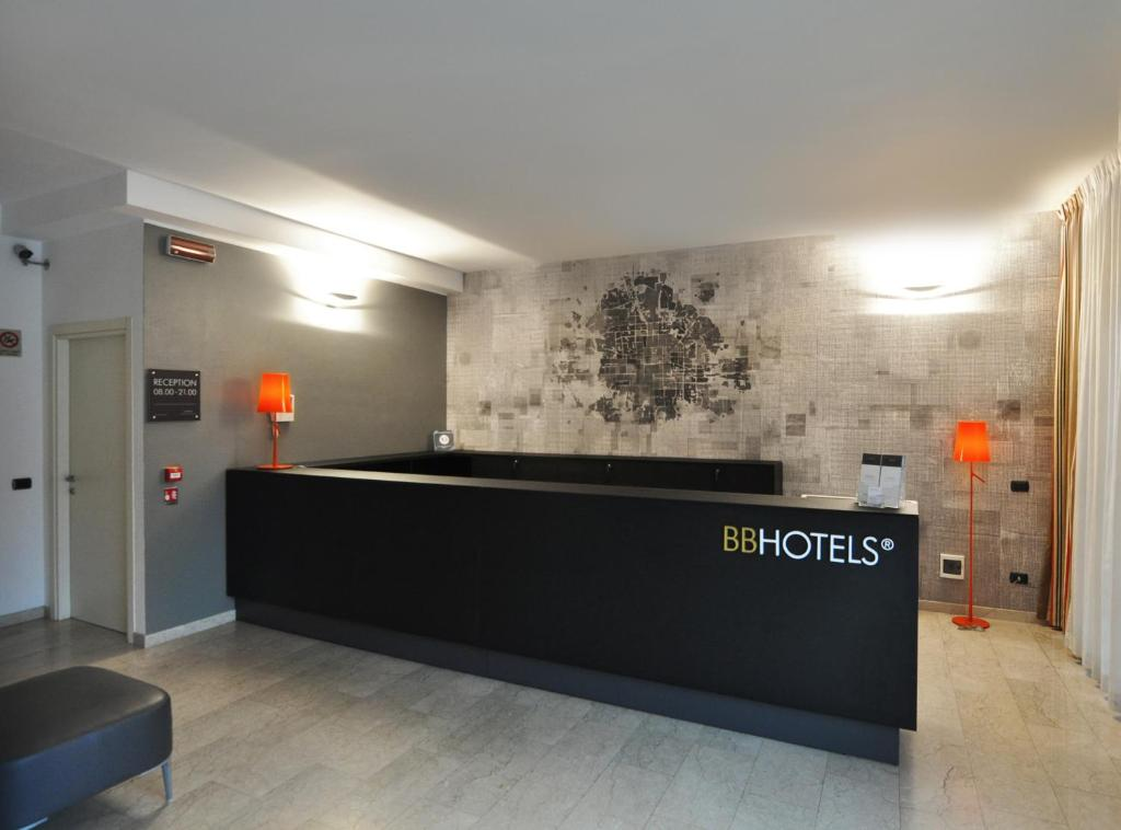 Hall o reception di BB Hotels Aparthotel Bicocca