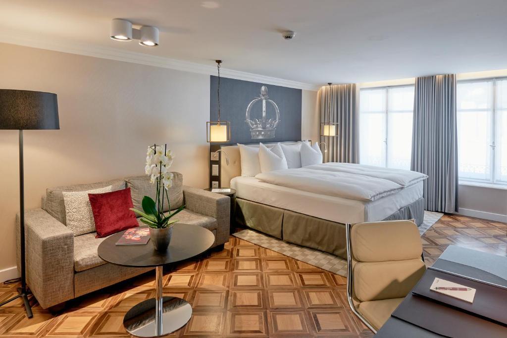 Ein Bett oder Betten in einem Zimmer der Unterkunft Sorell Hotel Krone