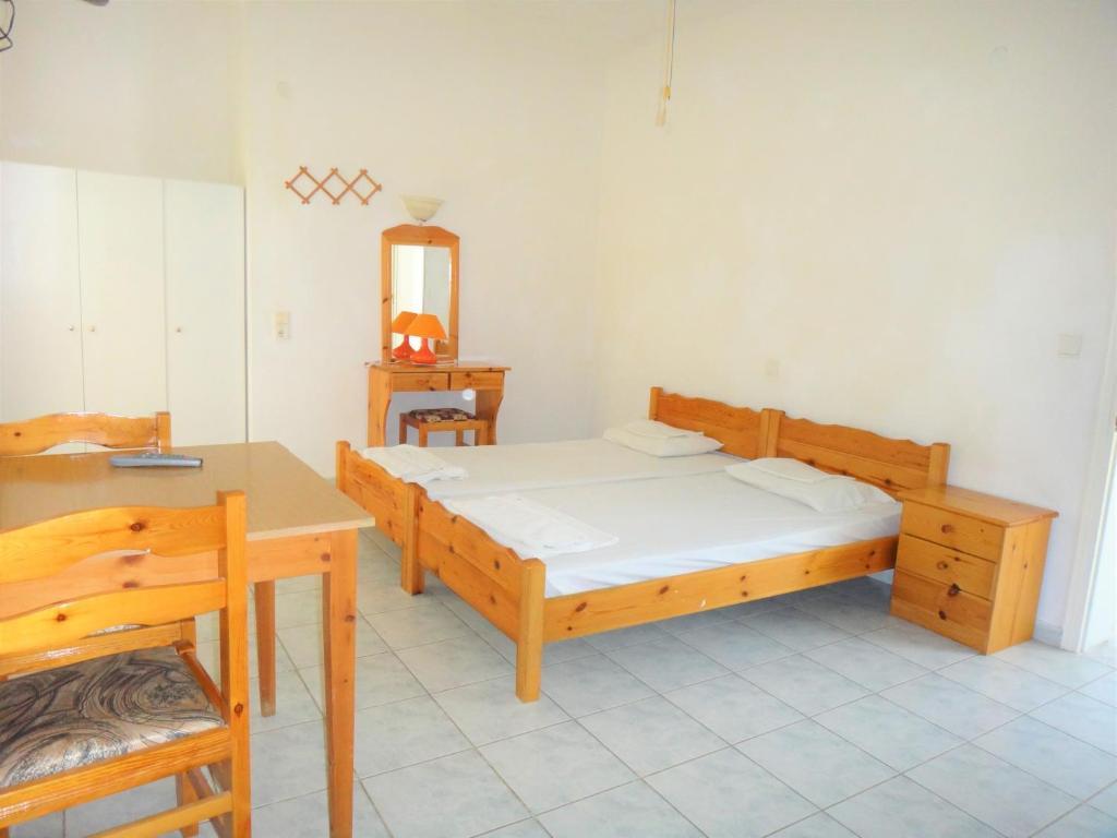 Ένα ή περισσότερα κρεβάτια σε δωμάτιο στο Ξενοδοχείο Παγώνα