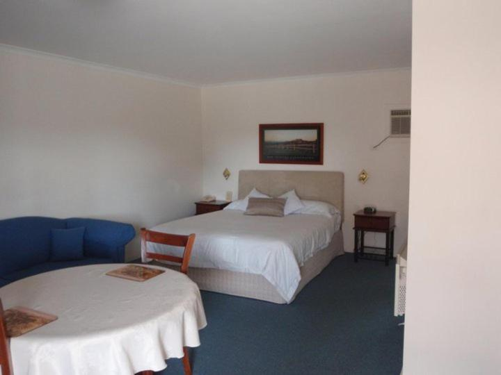 A bed or beds in a room at Kinross Inn