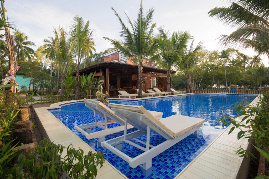 The swimming pool at or close to Phu Quoc Green Land