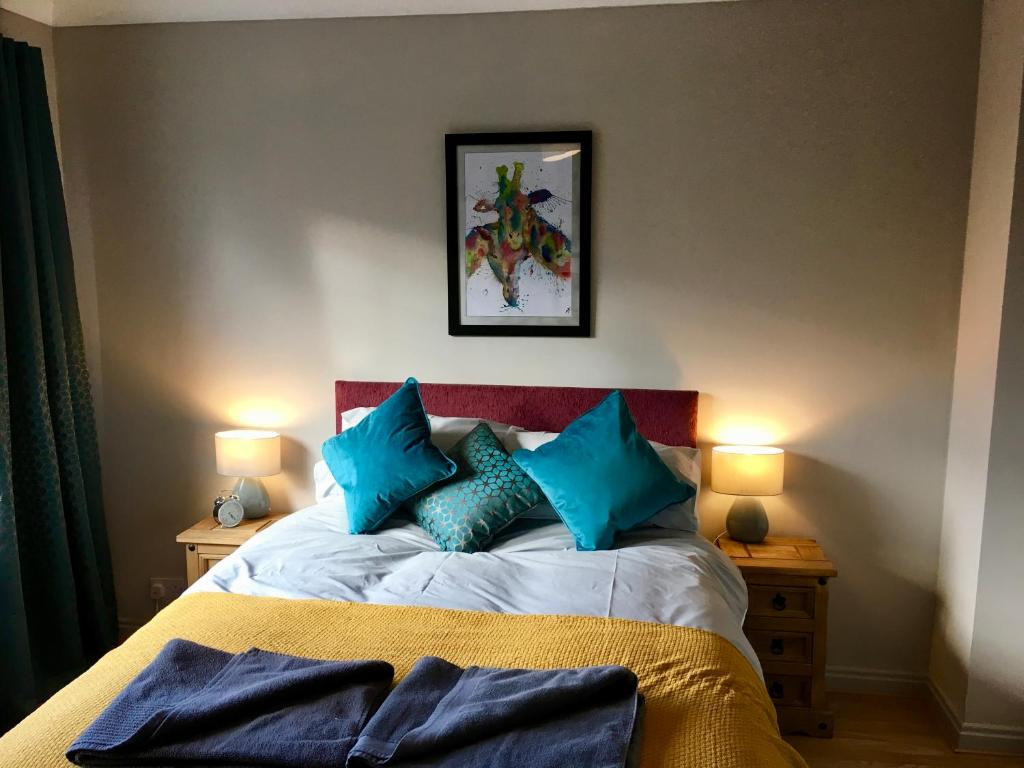 A bed or beds in a room at James Cook view