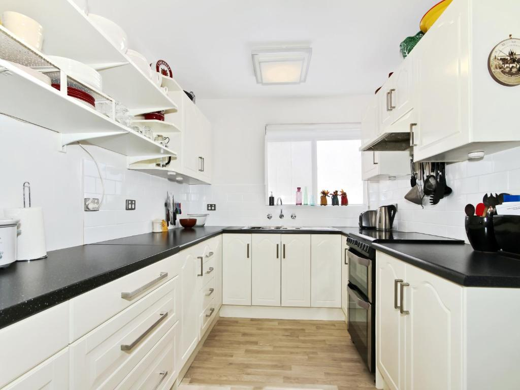 A kitchen or kitchenette at Monaco Court Apartment Adelaide
