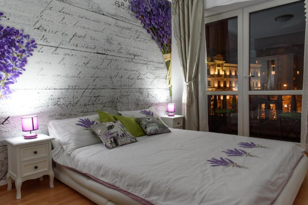 A bed or beds in a room at Old Town 2 Bedrooms by Orchid Garden