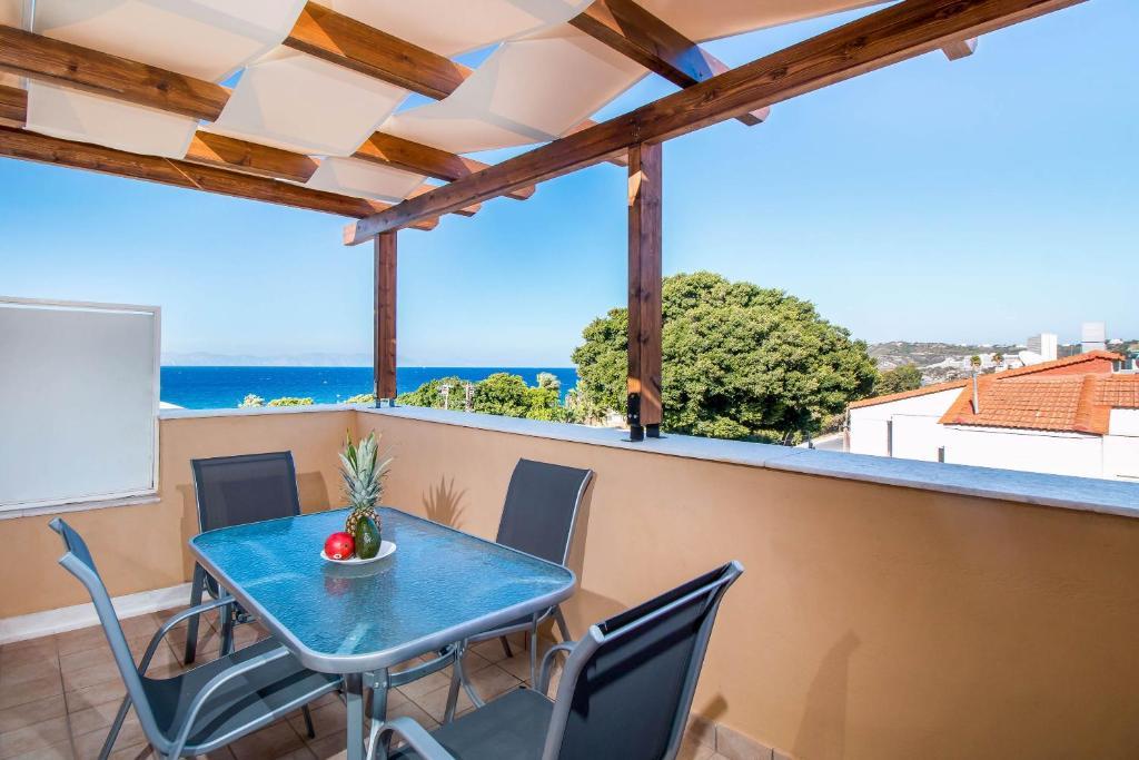 A balcony or terrace at Filmar Hotel