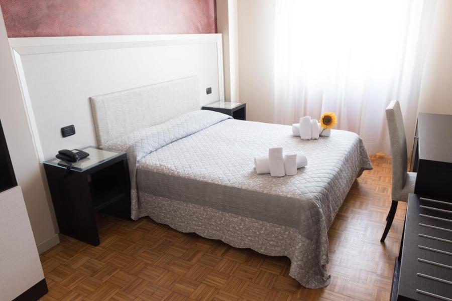 Ein Bett oder Betten in einem Zimmer der Unterkunft Hotel Astoria