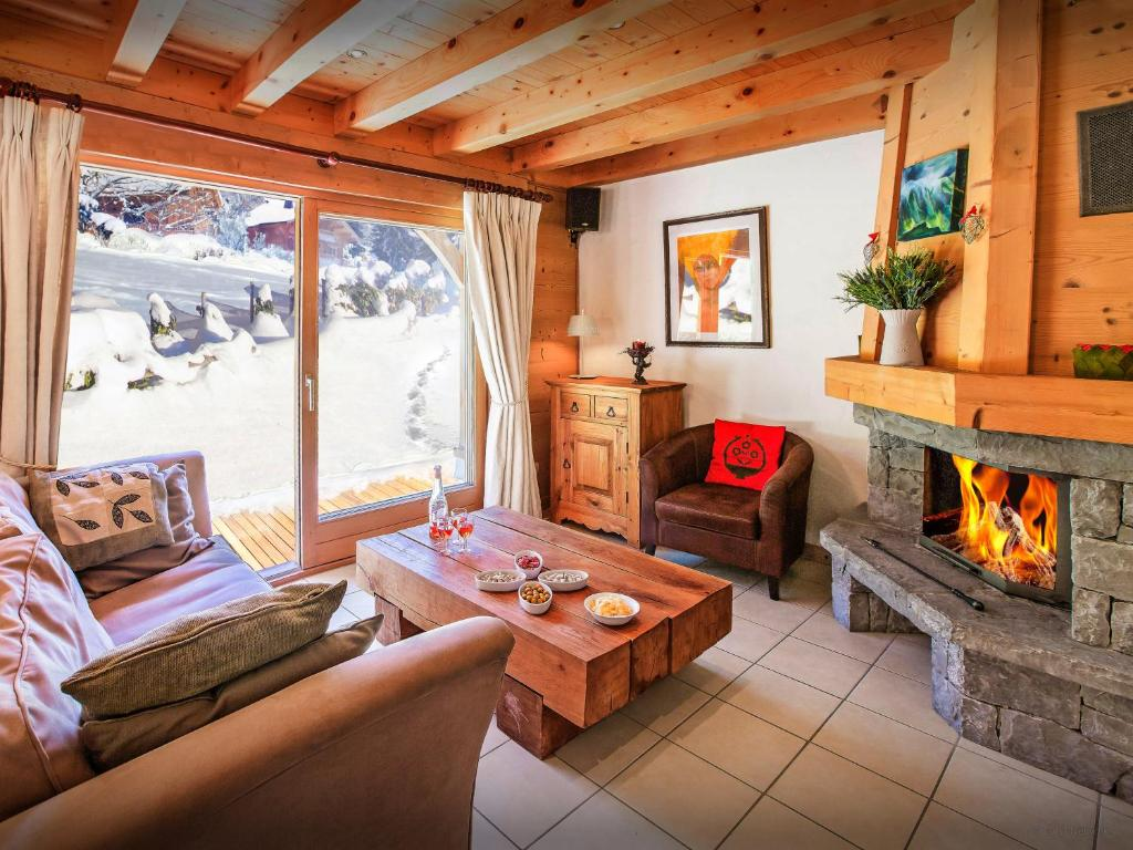 A seating area at Chalet L'Ours Blanc - OVO Network