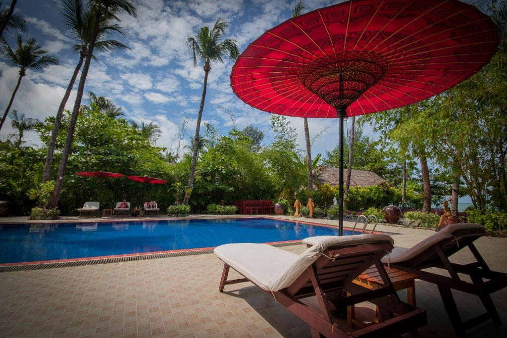 The swimming pool at or close to Diamond Hotel Ngapali
