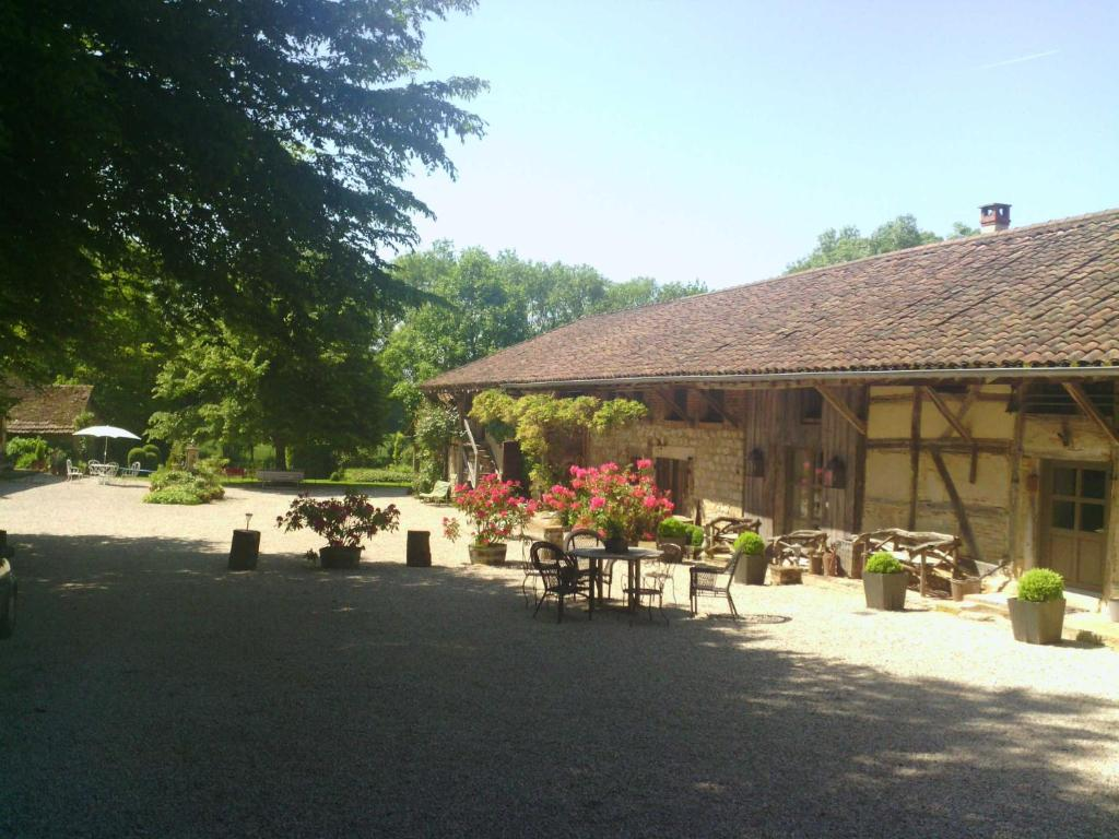 A restaurant or other place to eat at La Ferme de Marie Eugénie