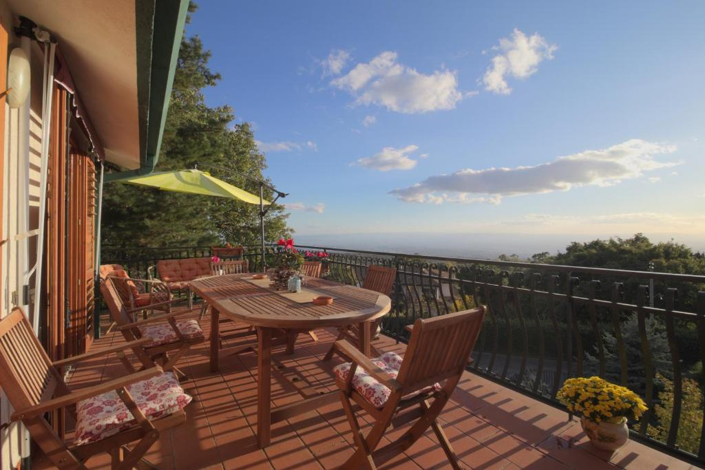 A balcony or terrace at Magma Guest House