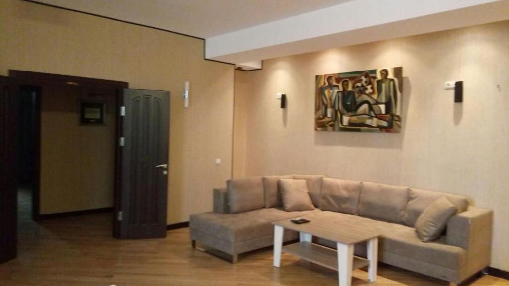 Uma área de estar em Dilyara Alieva 237 Apartment