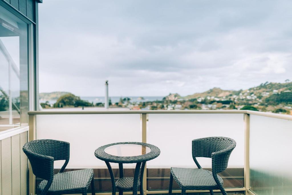 A balcony or terrace at Hahei Horizon Bed & Breakfast
