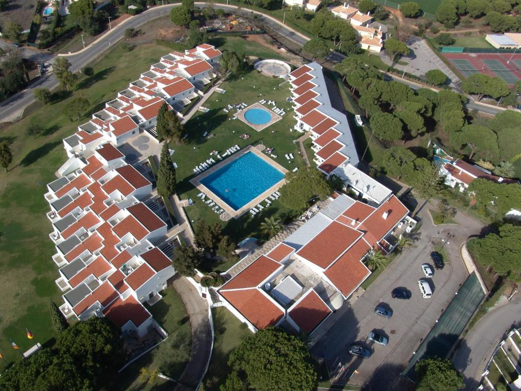 A bird's-eye view of Hotel Apartamento Do Golfe