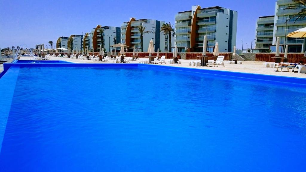 The swimming pool at or close to Nuevo Paracas Apartment