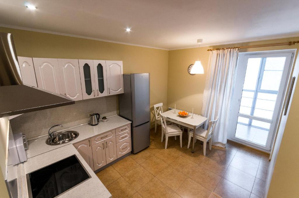 Кухня или мини-кухня в Апартаменты на Инженерной 2к