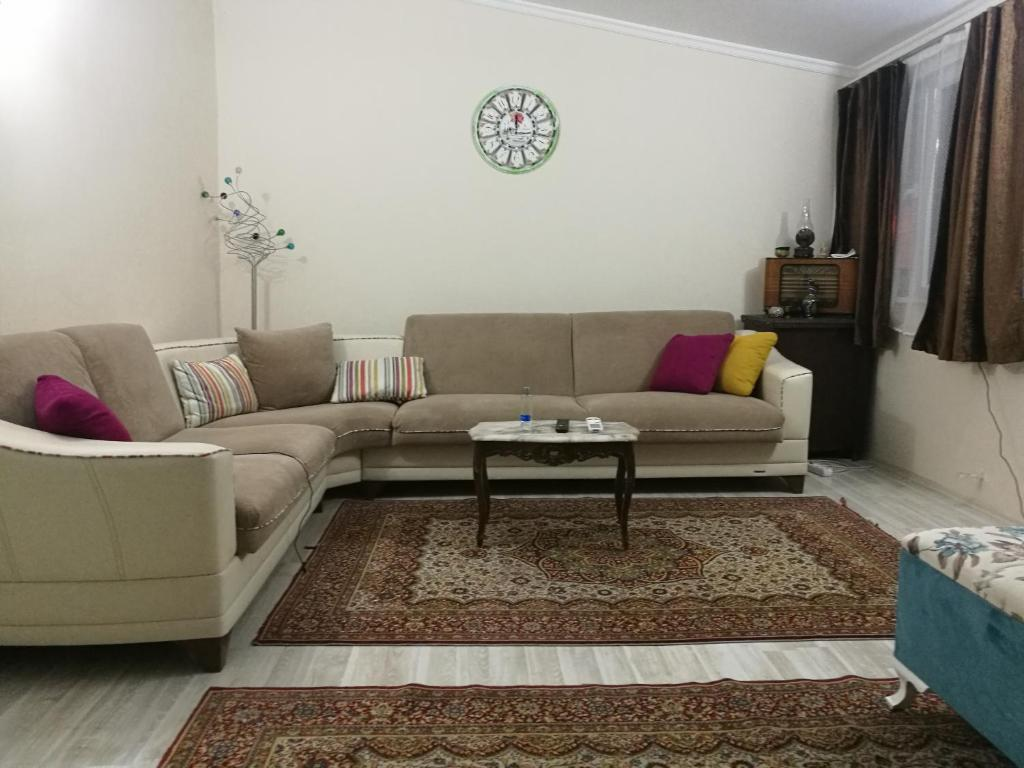 Zeynep Aparts