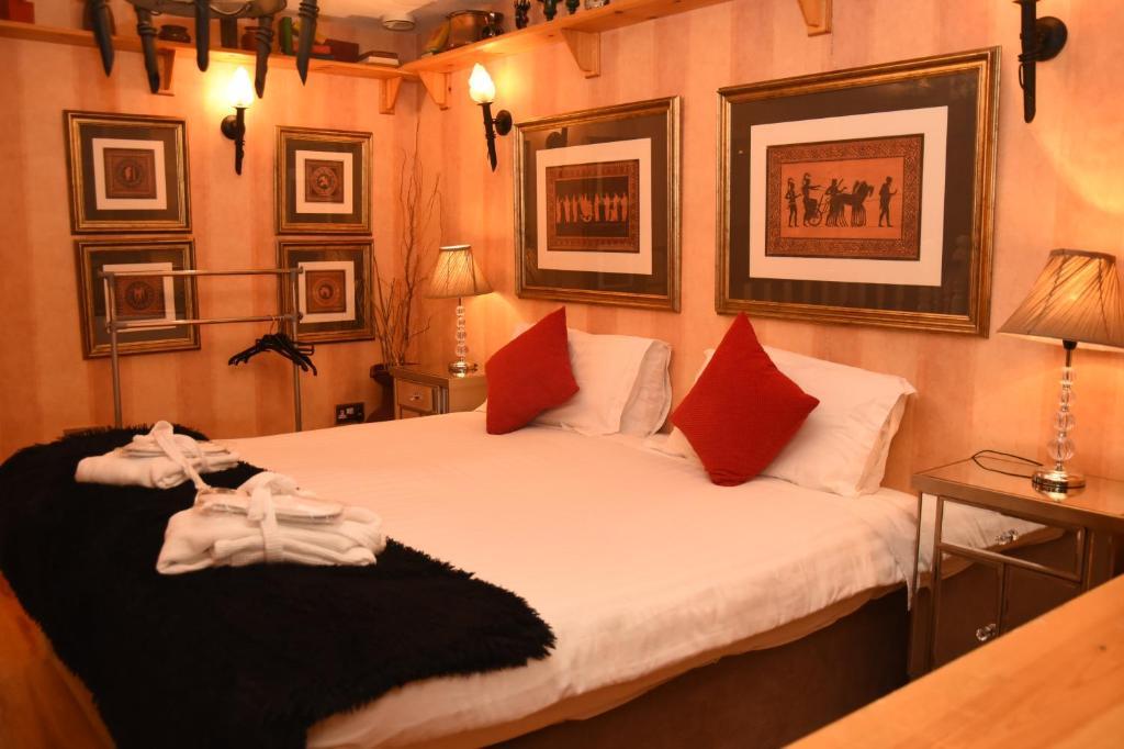 Кровать или кровати в номере Copper Kettle B&B