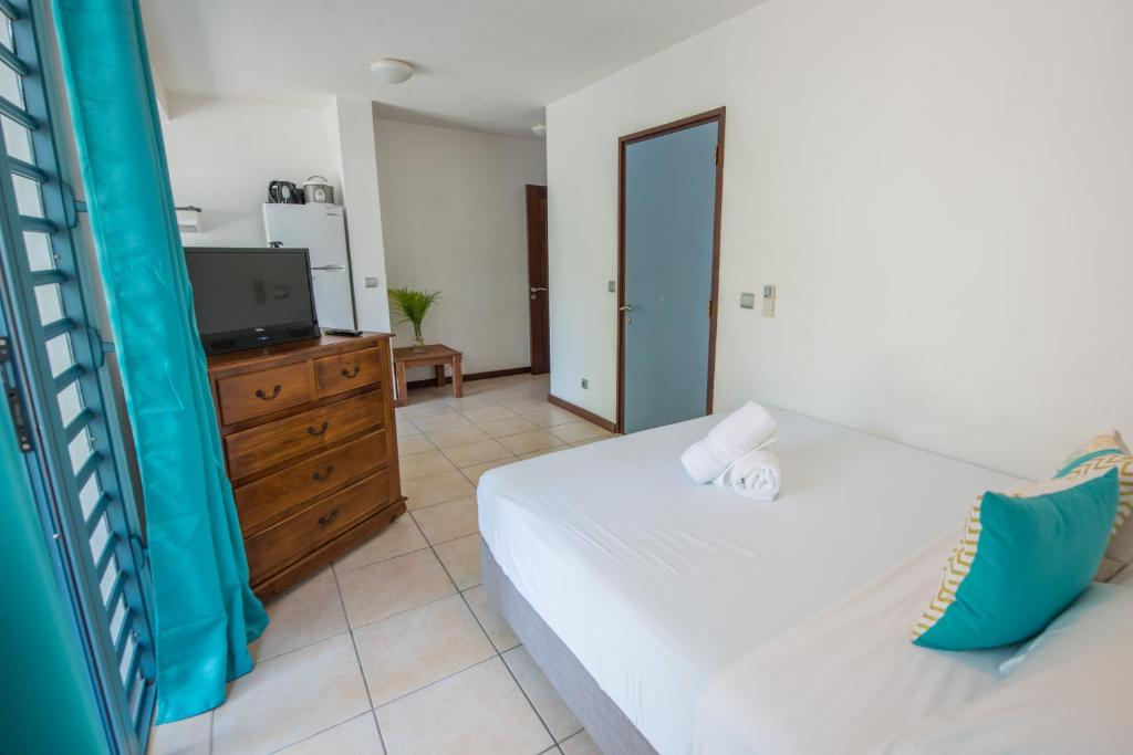 A bed or beds in a room at Ninamu Lodge
