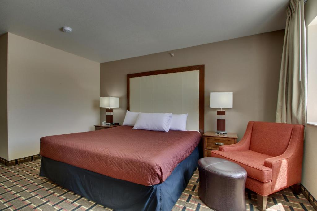 A bed or beds in a room at Heritage Grand Inn