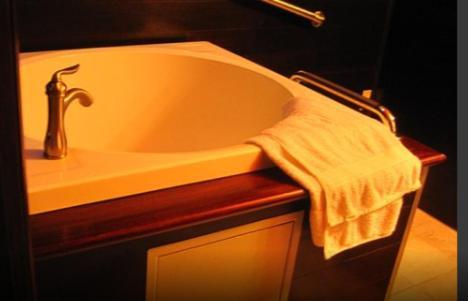 A bathroom at Apocalypto Motel