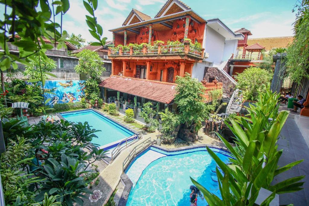 A view of the pool at Hotel Lumbung Sari or nearby