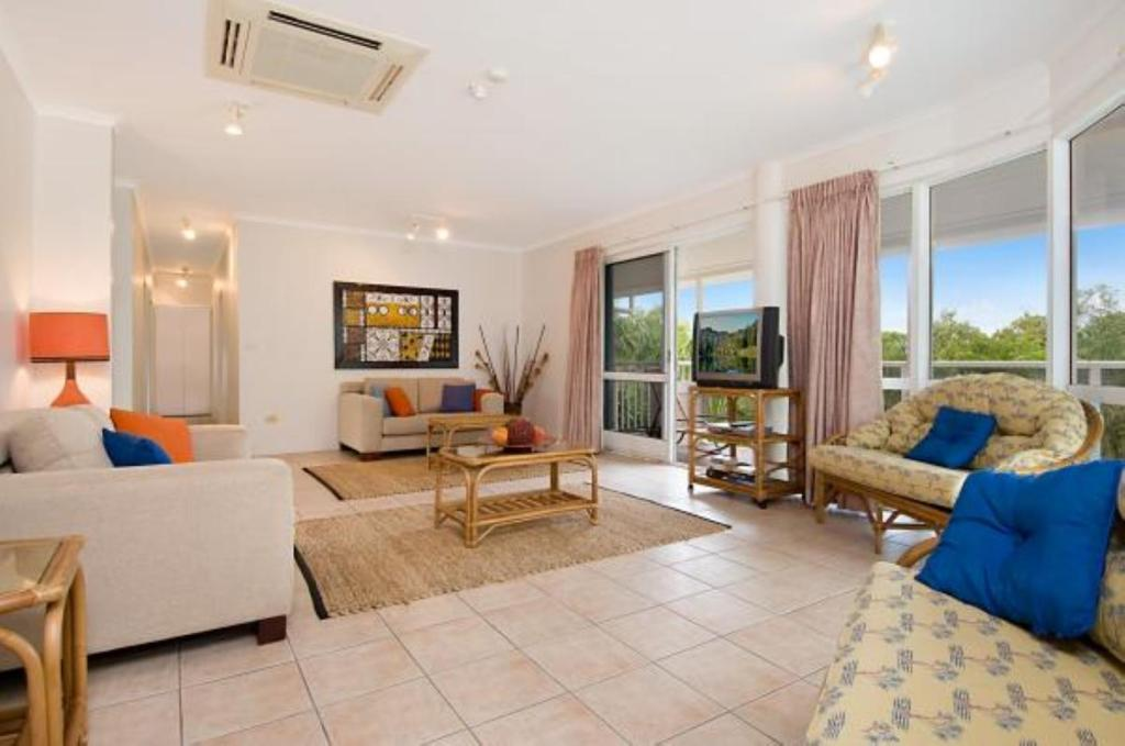 A seating area at Palm Cove Penthouse