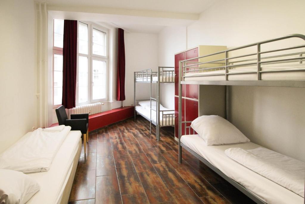 Ein Etagenbett oder Etagenbetten in einem Zimmer der Unterkunft Metropol Hostel Berlin