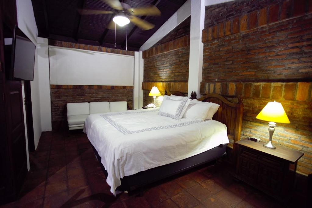 A bed or beds in a room at Hotel Casa Colonial Boutique
