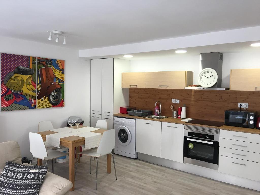 Modern 7-bedroom apartment, Valencia, Spain - Booking.com