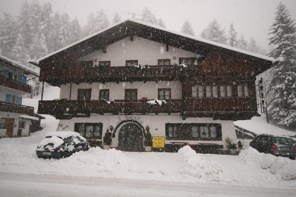Hotel Al Larin during the winter