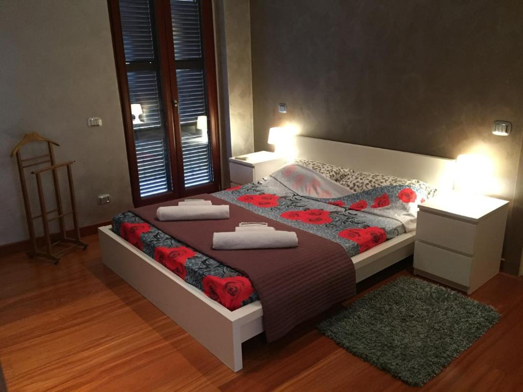 A bed or beds in a room at SMART HOUSE - Luxury San Lorenzo