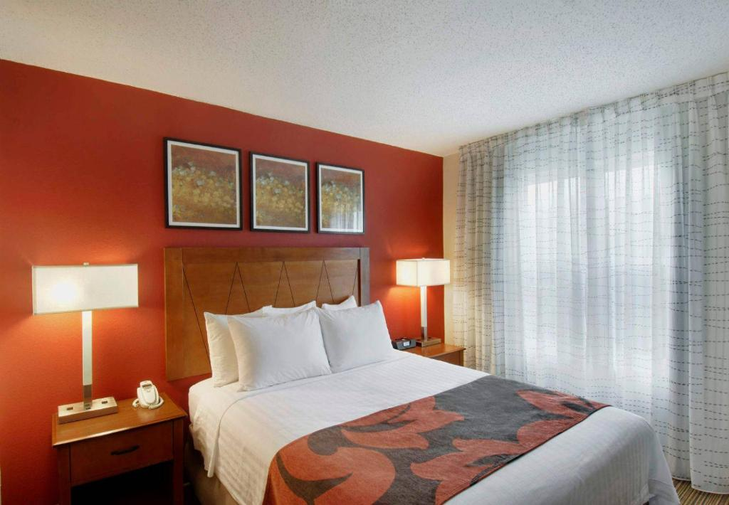 A bed or beds in a room at Residence Inn by Marriott Princeton at Carnegie Center