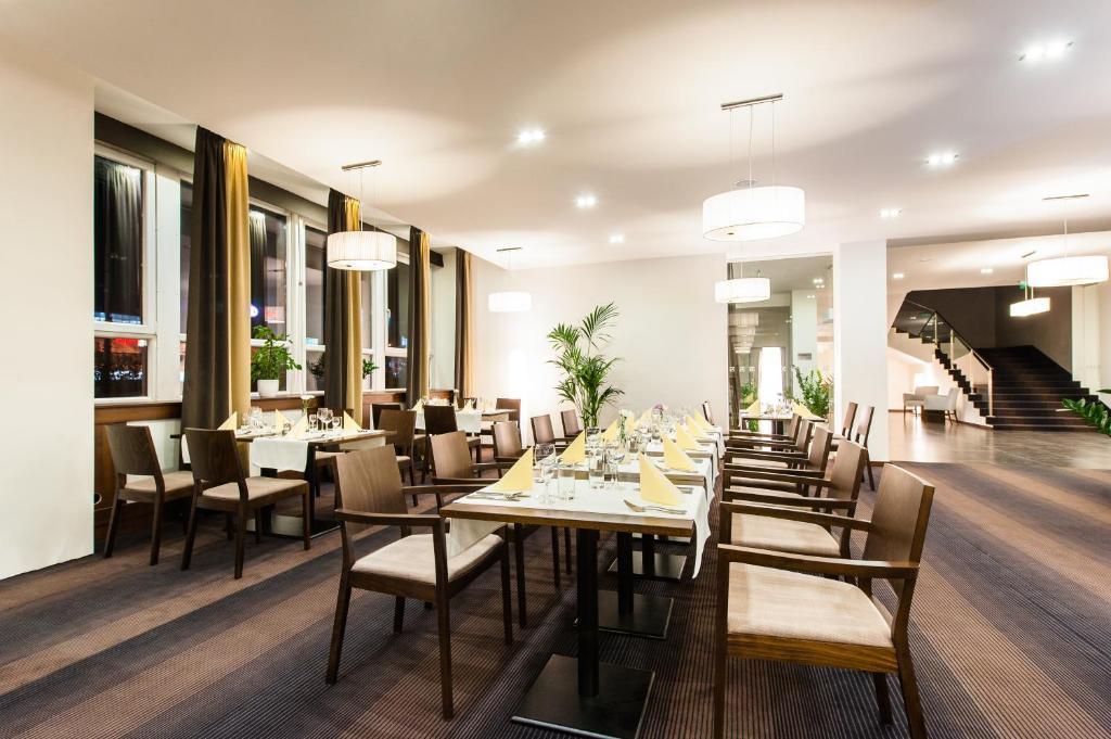 Reštaurácia alebo iné gastronomické zariadenie v ubytovaní Congress Hotel Centrum