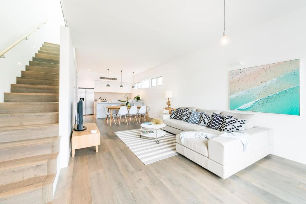 A seating area at Bright and Breezy Bondi Beach House BB56