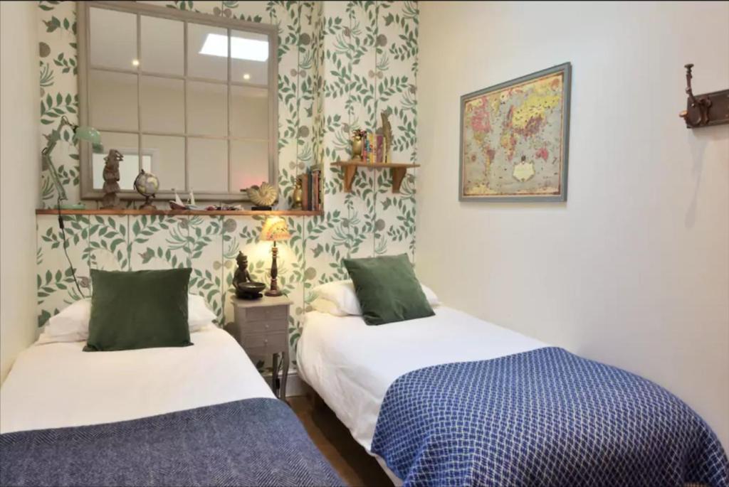 The Crescent Victoria Hotel - Laterooms