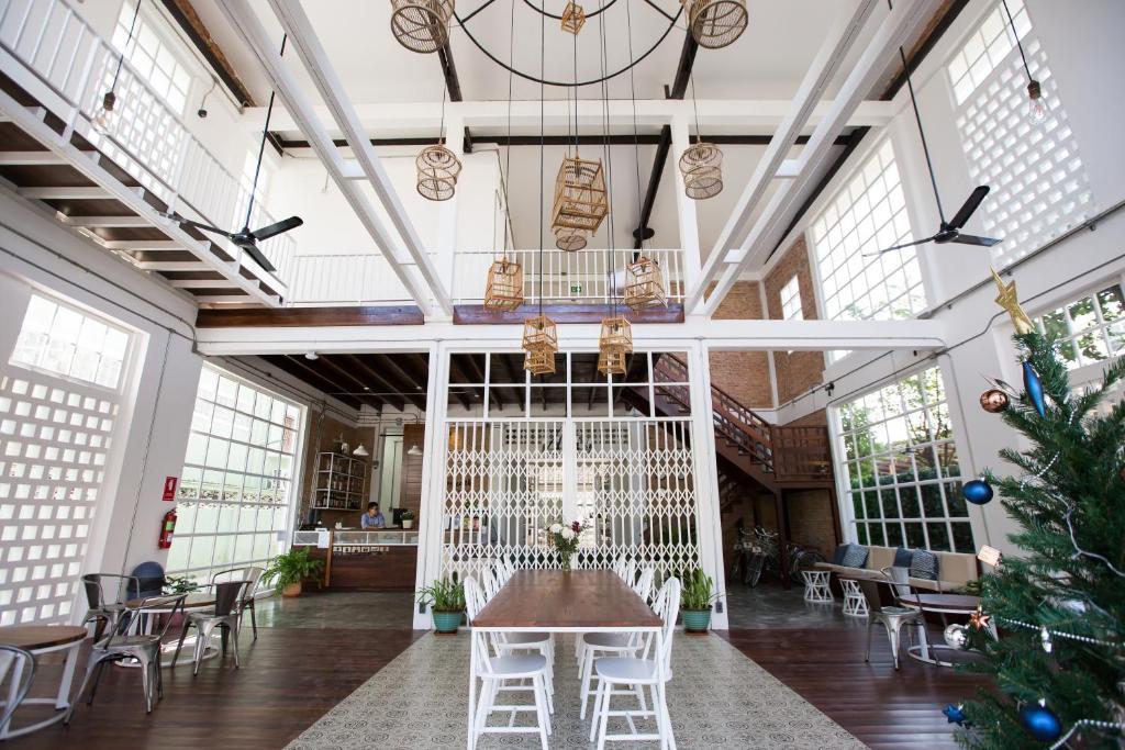 ห้องอาหารหรือที่รับประทานอาหารของ Memmoth Hostel In Lampang