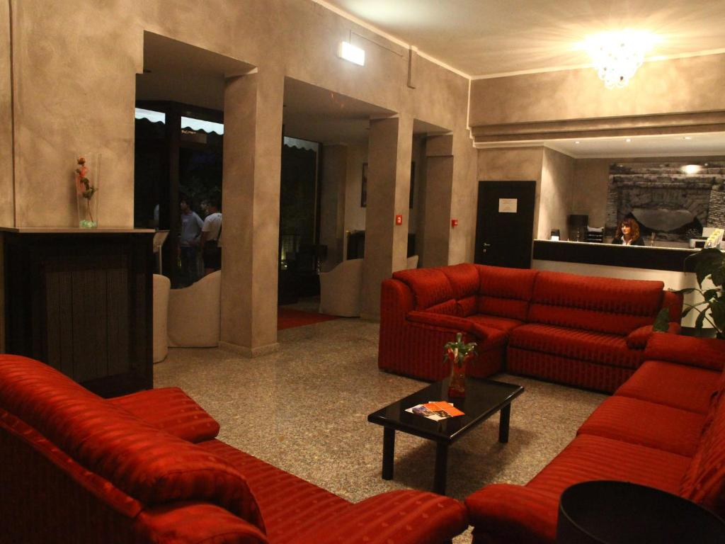 The lobby or reception area at Hotel Pineta