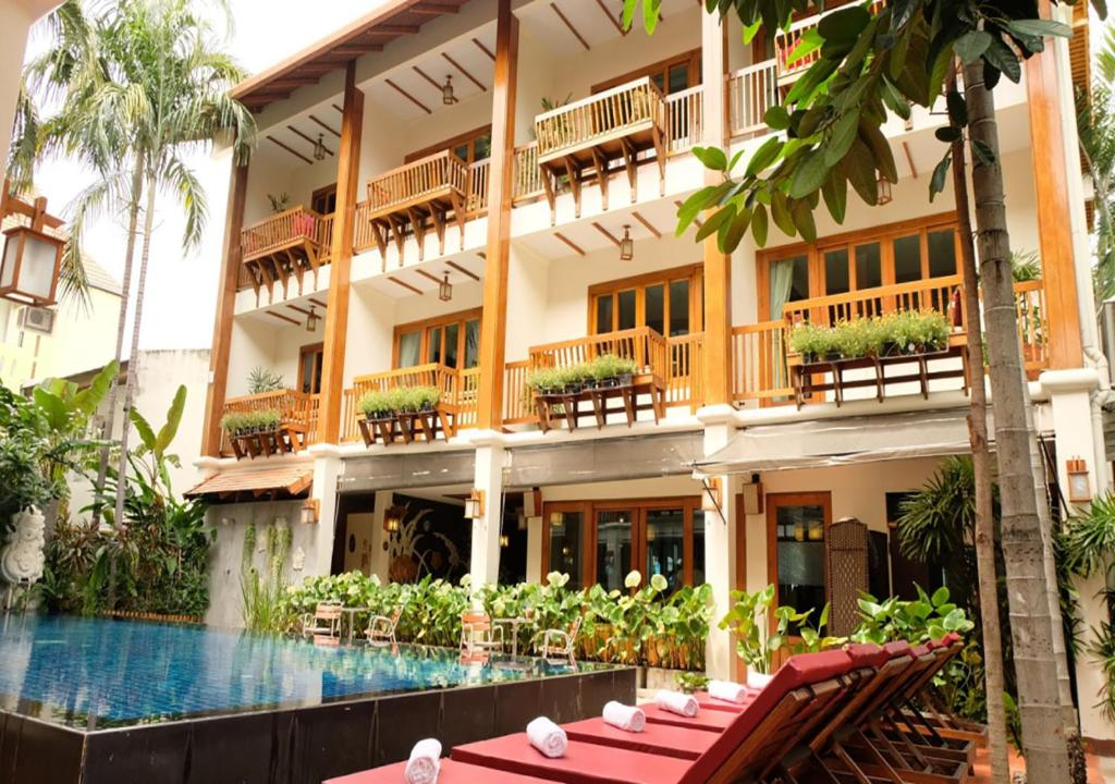 The swimming pool at or near Vieng Mantra Hotel