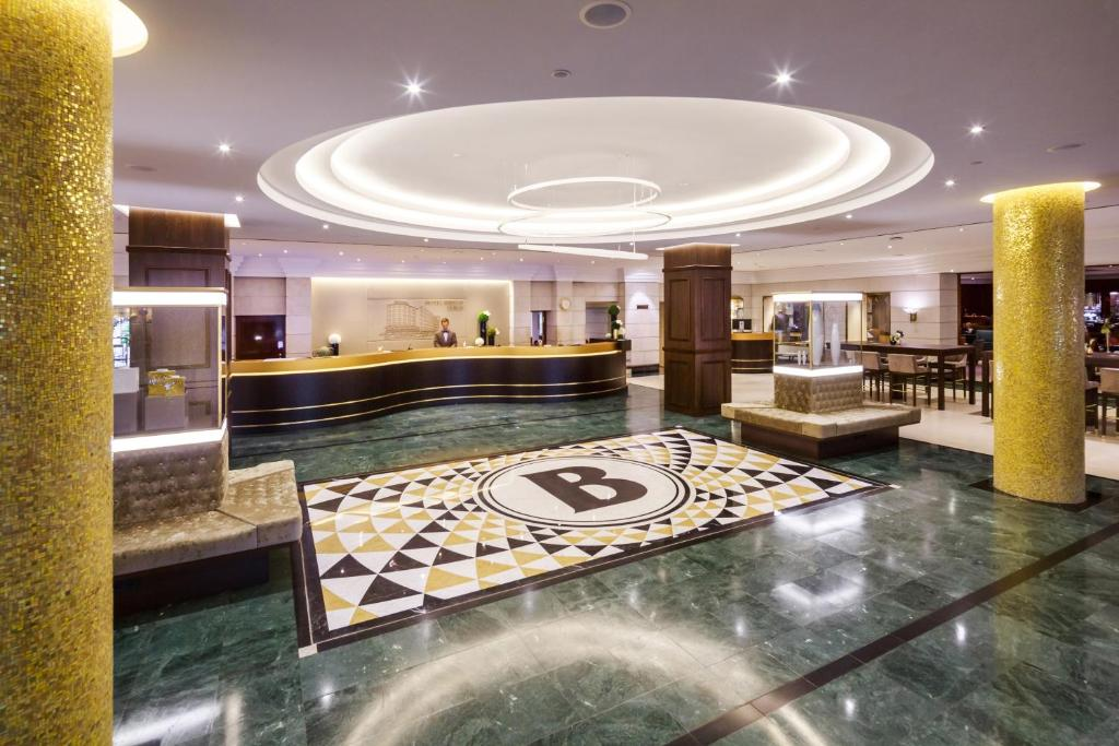 The lobby or reception area at Hotel Bristol Berlin