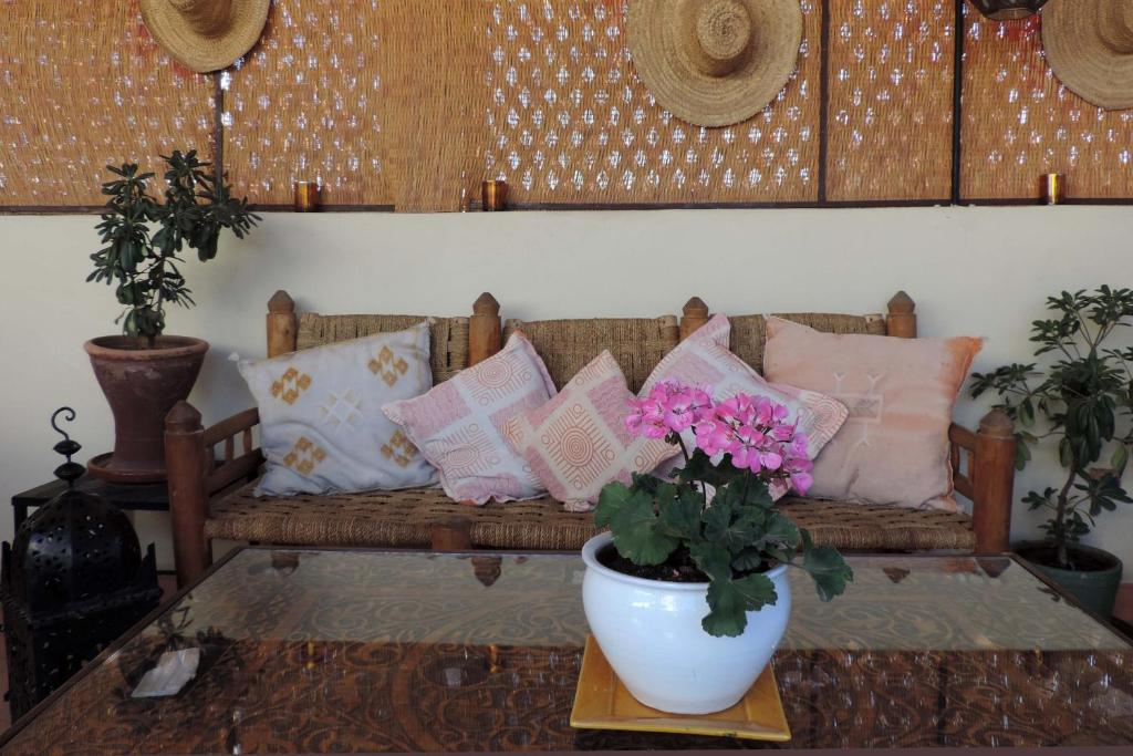 A seating area at Riad Dar Zampa