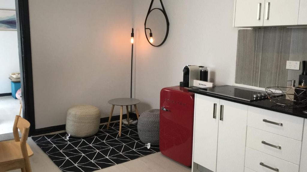 A kitchen or kitchenette at 78 City Road
