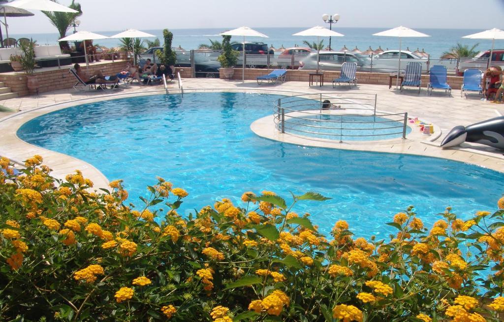 Πισίνα στο ή κοντά στο Haris Apartments