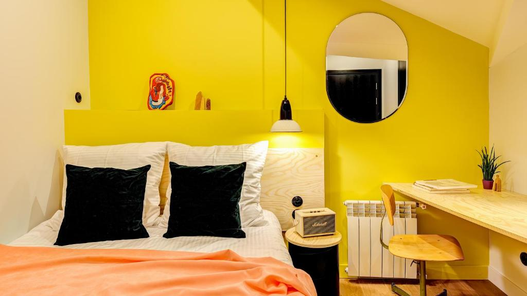 A bed or beds in a room at Pokrovka 6 Hotel