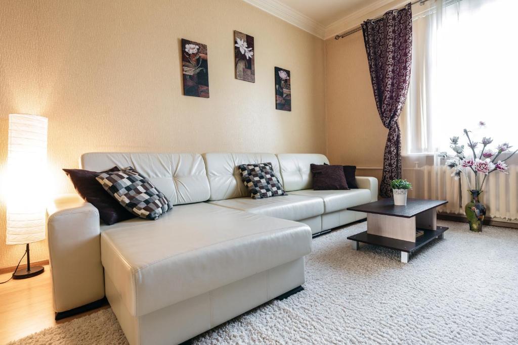 A seating area at Apartment Minsk Centr ЖД Вокзал Свердлова 24 с двумя спальнями