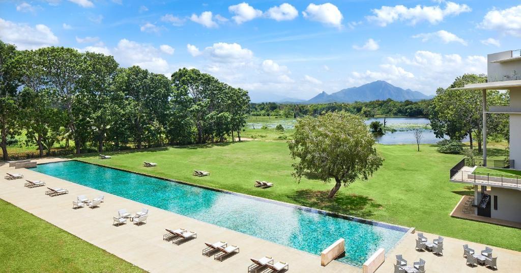 Uma vista da piscina em Jetwing Lake - Level 1 Safe & Secure ou nas proximidades