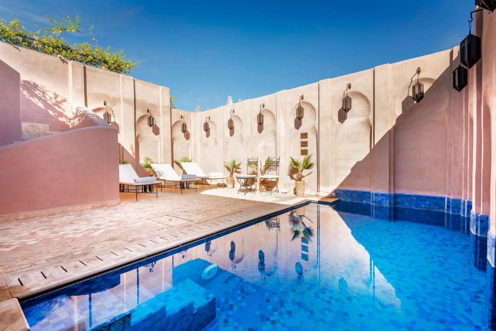 Piscine de l'établissement Almaha Marrakech Restaurant & SPA ou située à proximité